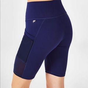 Fabletics Mila High-Waisted Pocket Bike Short 9""